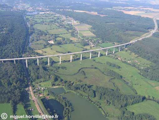 http://aeromoto.free.fr/Balades/Deauville/photos/a_voyage/15_0708261714_Viaduc_Brionne_sud_070826_07_18.jpg